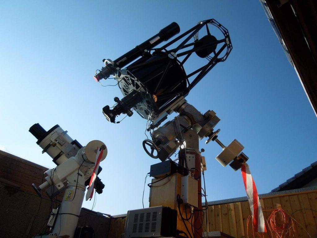 Teleskop sitzt auf der Montierung. Endlich !