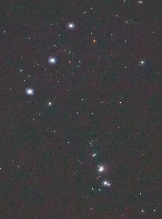 Ausschnitt, Gürtel und Schwert, auf 50% verkleinerter Maßstab. Die schwächsten Sterne haben 8.4mag!