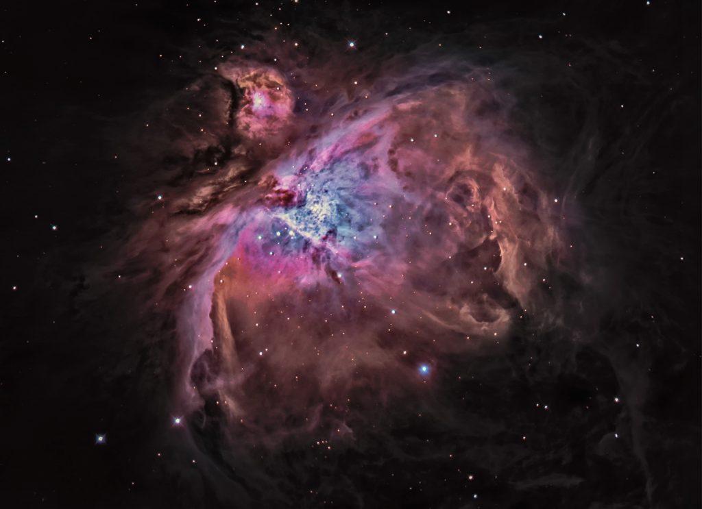 M42, der große Orionnebel ist die Geburtsstätte für mehr als 10000 neue Sterne. Entfernung ca. 1350 Lichtjahre, schon im nächsten Spiralarm unserer Galaxis. Bild in 20% der Originalgröße.